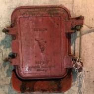 •5 Portes de cuvier en fonte marquées SENIOR GARNIER GARLANDAT