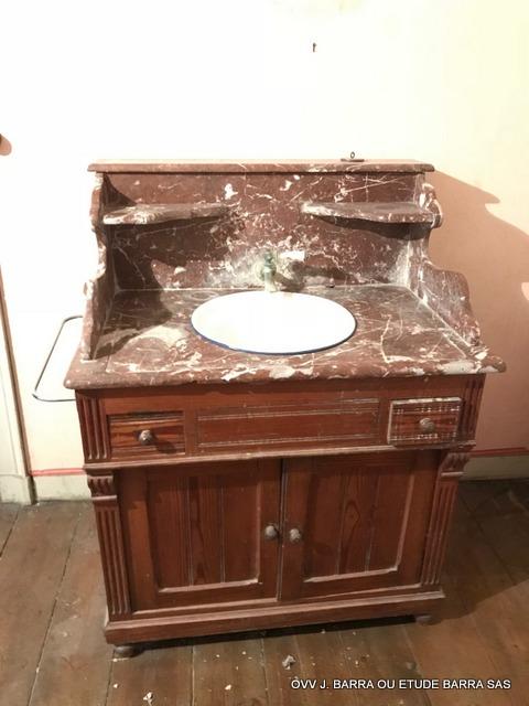 meuble toilette en pich pin avec resrvoir et vasque poque 1900